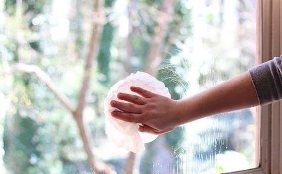 Cách lau kính sạch bóng tại nhà hiệu quả